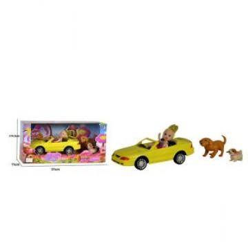 Куколка-путешественница в машине